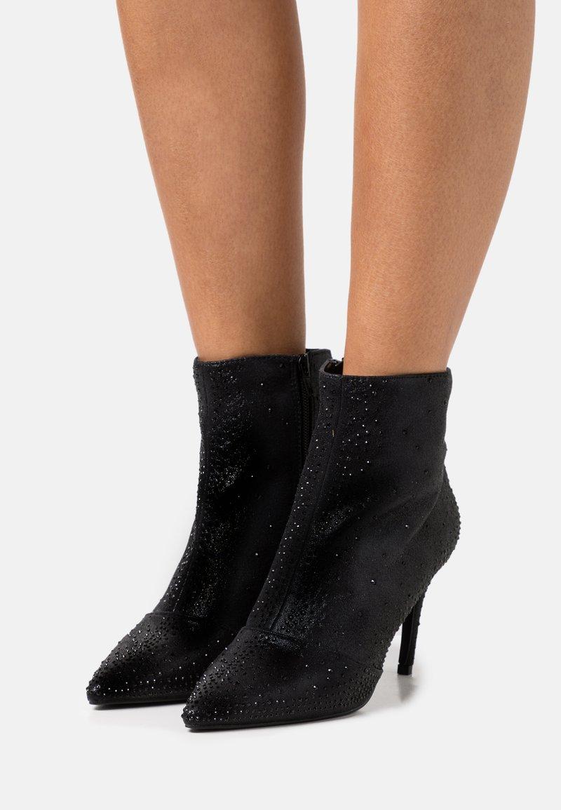 Head over Heels by Dune - Klassiska stövletter - black