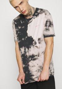 Zign - UNISEX - Print T-shirt - pink - 3