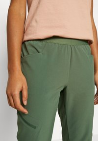Patagonia - CHAMBEAU ROCK PANTS - Pantalon classique - camp green - 5