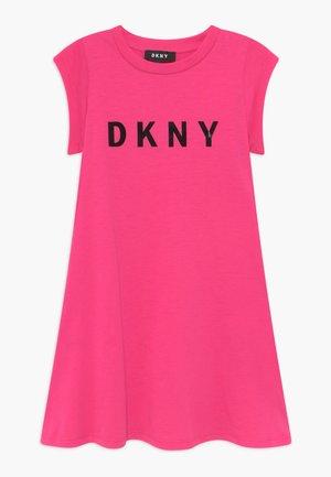 SLEEVE - Žerzejové šaty - pink