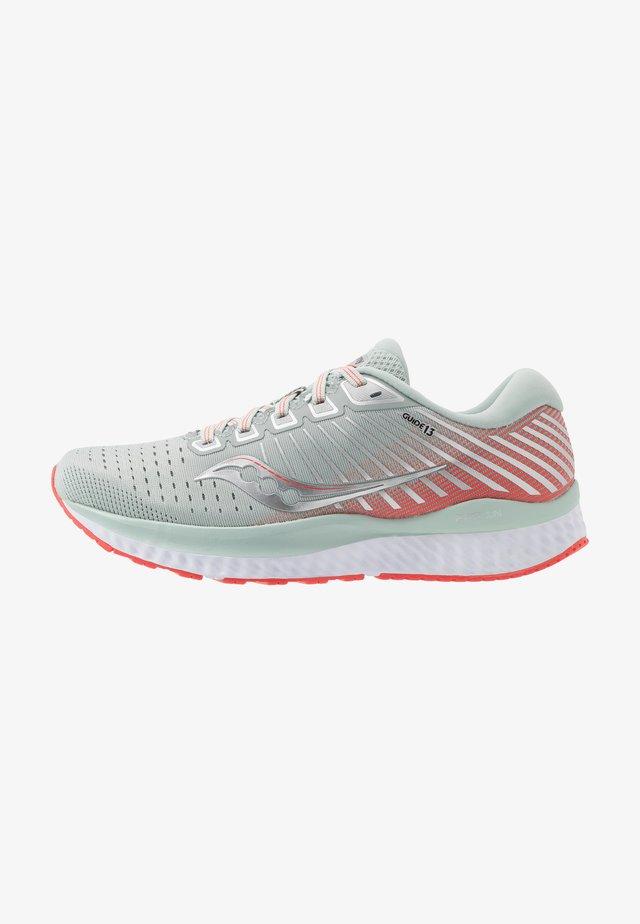 GUIDE - Obuwie do biegania treningowe - sky grey/coral