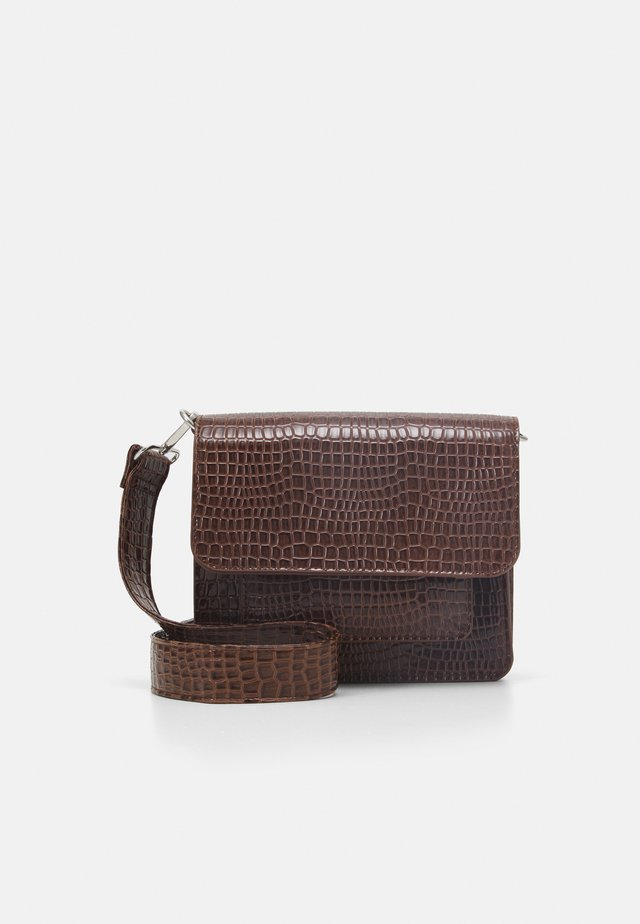 CAYMAN POCKET - Olkalaukku - brown