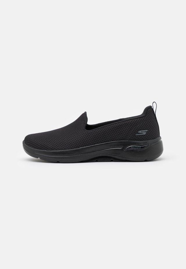 GO WALK ARCH FIT - Sportieve wandelschoenen - black