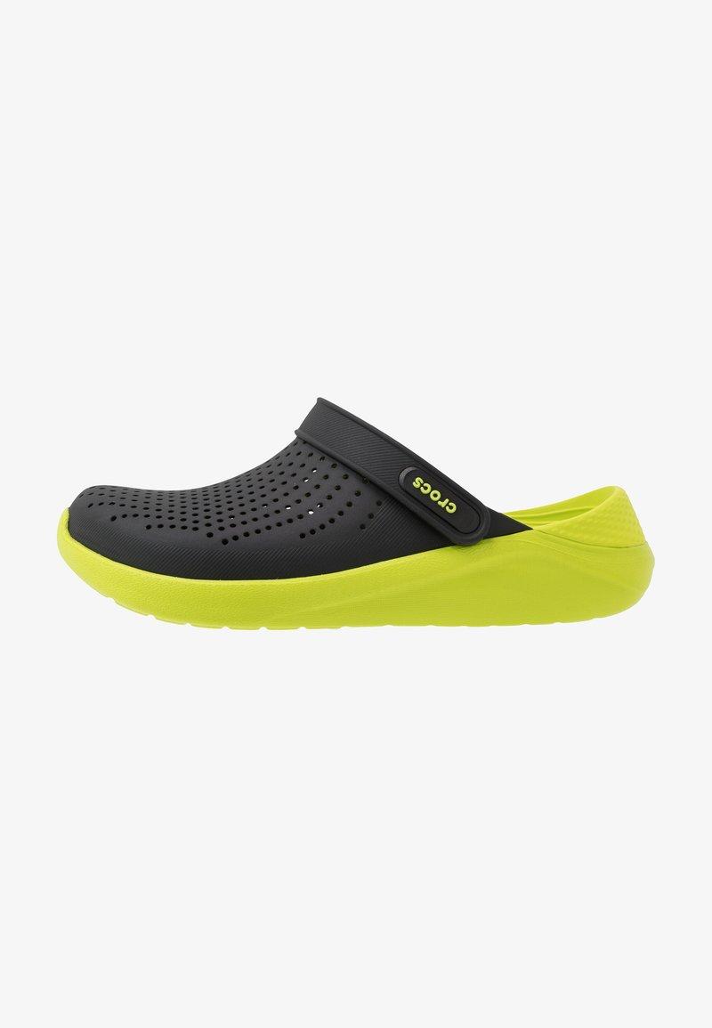 Crocs - LITERIDE - Drewniaki i Chodaki - black/lime punch
