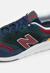 New Balance - Zapatillas - black/emerald - 5