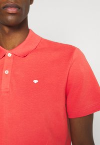TOM TAILOR - BASIC WITH CONTRAST - Polo shirt - plain red - 4