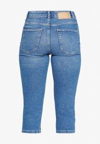 PIECES Tall - PCMACY KNICKERS BOX - Jeans Skinny Fit - medium blue denim - 1