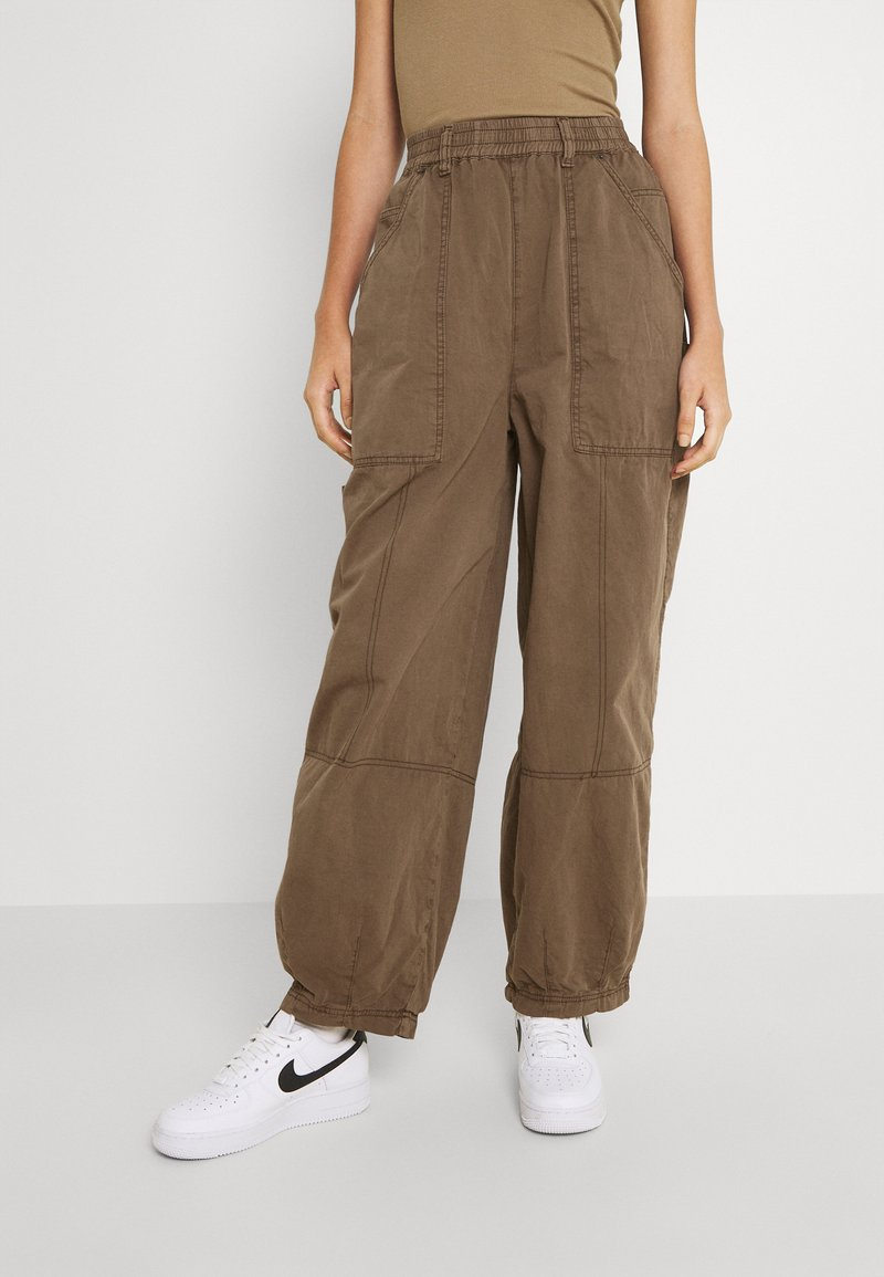 BDG Urban Outfitters - BAGGY PANT - Trousers - chocolate