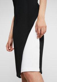 DKNY - COLORBLOCK DRESS - Pouzdrové šaty - ivory/black - 5