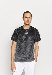 adidas Performance - TEE - Camiseta estampada - grey five - 0