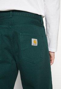 Carhartt WIP - NEWEL PANT ALTOONA - Broek - dark green - 7