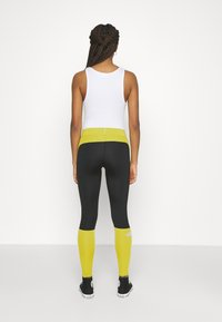 The North Face - TIGHT - Leggings - Trousers - citronelle green - 2