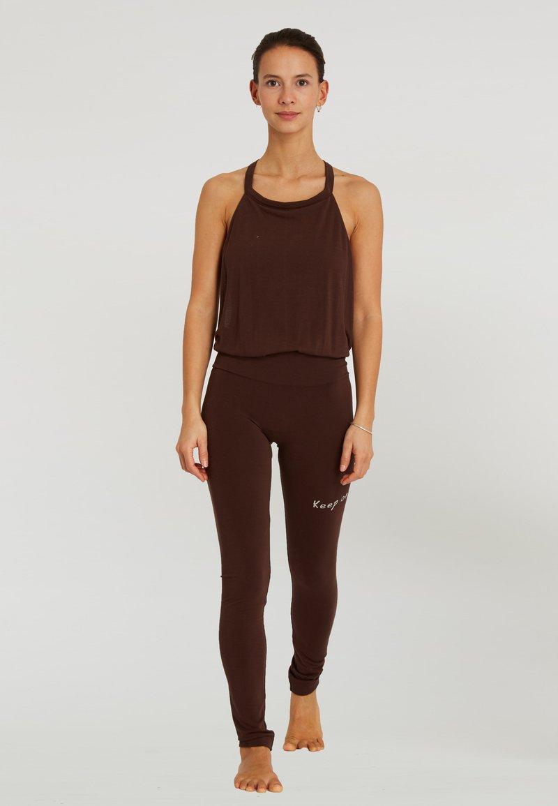 Yogasearcher - Legging - brown