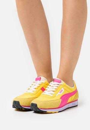 RIDER VINTAGE - Trainers - super lemon/glowing pink