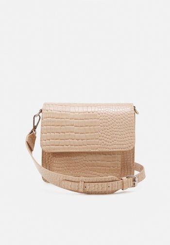 CAYMAN POCKET - Across body bag - sand beige