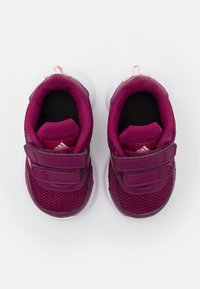 adidas Performance - TENSAUR RUN UNISEX - Obuwie do biegania treningowe - power berry/copper metallic/pink tint - 3