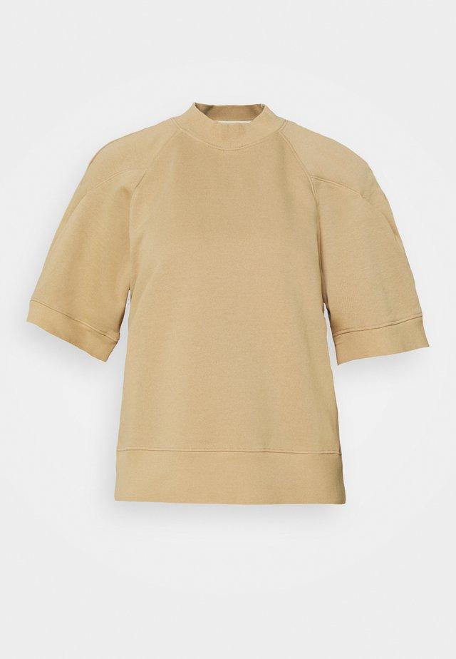 THE ROUND SHOULDER - T-shirts basic - noodle tan