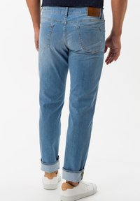 BRAX - STYLE CHUCK - Slim fit jeans - summer blue used - 2