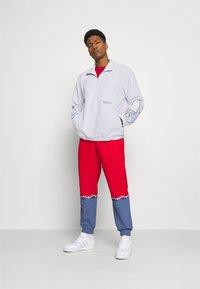 adidas Originals - TRICOL UNISEX - Felpa in pile - white - 1