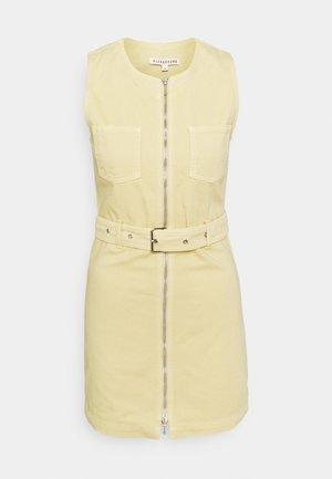 BOXY DRESS - Jeanskleid - faded yellow