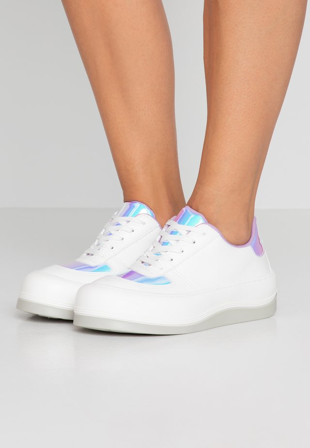 BUBBLE DONNA LIGHT MAGICAL - Sneakersy niskie - white