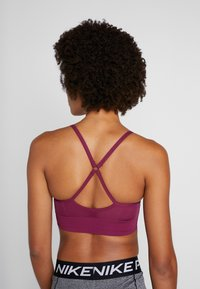 Nike Performance - INDY SEAMLESS BRA - Light support sports bra - villain red/white - 3