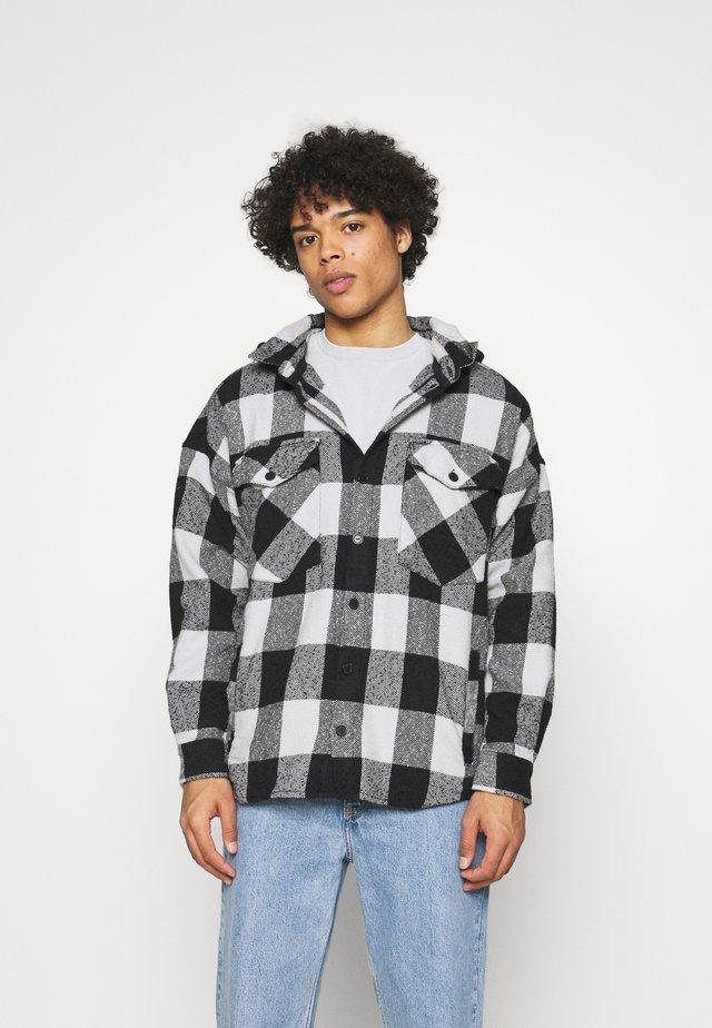 LANDO HOOD - Skjorte - black/concrete grey