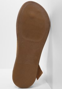 Inuovo - T-bar sandals - sd scissors csc - 6