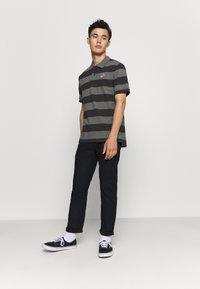 Nike Sportswear - STRIPE - Polo shirt - black/iron grey - 1