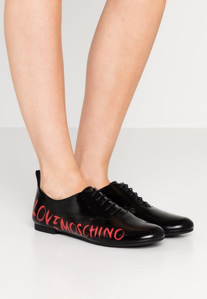 Love Moschino - LOGO PRINT - Šněrovací boty - black