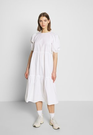 PCMELIA MIDI DRESS - Denní šaty - bright white