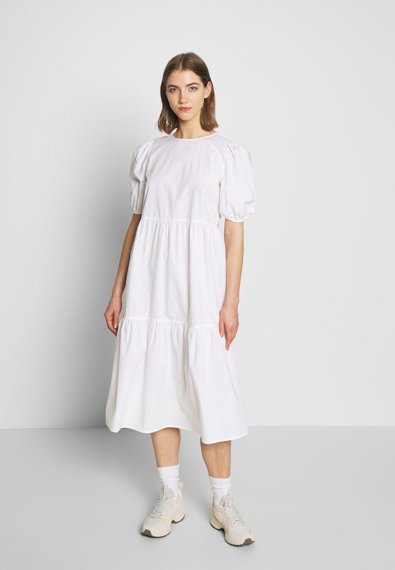 Pieces - PCMELIA MIDI DRESS - Denní šaty - bright white