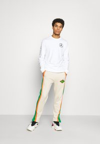 Jordan - PANT - Tracksuit bottoms - oatmeal/lucky green/track red - 1