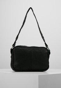 Núnoo - ELLIE WASHED - Handbag - black - 2