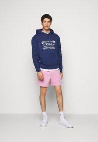 Polo Ralph Lauren - CLASSIC FIT PREPSTER SHORT - Shorts - carmel pink - 1