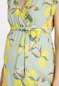 MAMALICIOUS - MLLEMON DRESS - Vestido largo - frosty green/lemon - 6