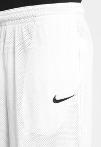 Nike Performance - CLASSIC - Short de sport - white/wolf grey/black - 4