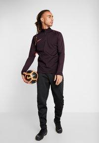 Nike Performance - ACADEMY PANT WINTERIZED - Pantalon de survêtement - black/silver - 1