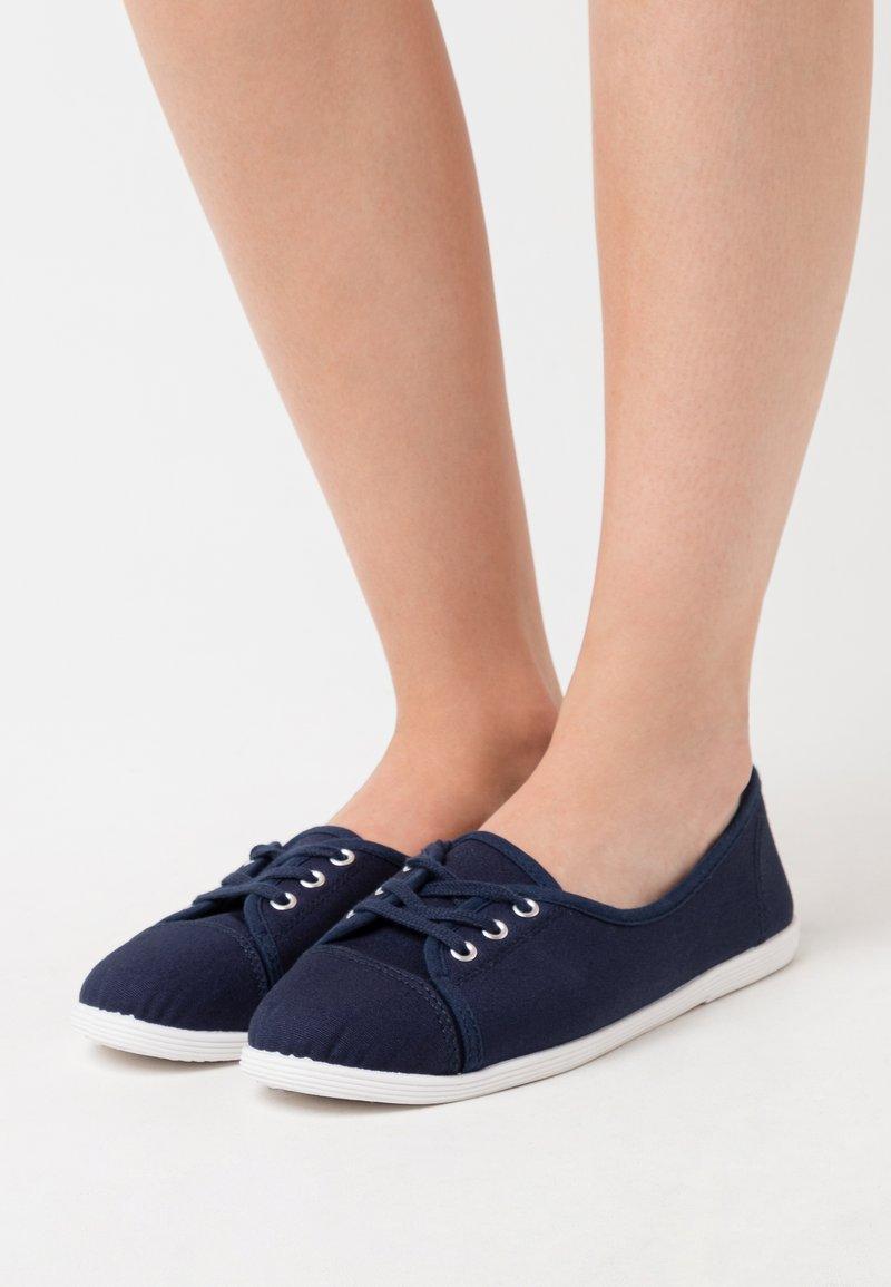 CALANDO - Trainers - dark blue