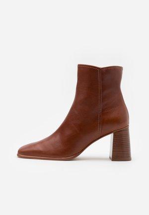 AGATA  - Kotníkové boty - tan