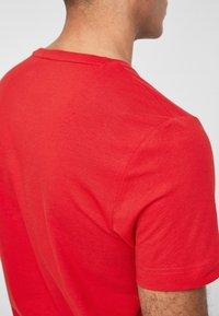s.Oliver - MIT SCHRIFTPRINT - Print T-shirt - red - 5
