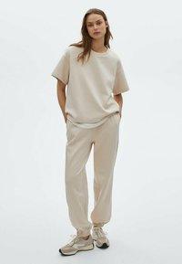 Massimo Dutti - Basic T-shirt - beige - 1