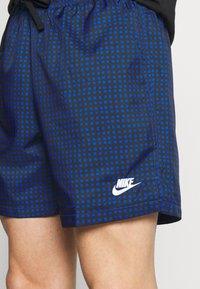 Nike Sportswear - FLOW GRID - Short - game royal/game royal/white - 4