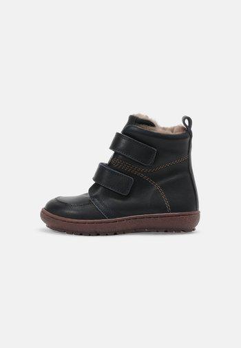 STORM UNISEX - Winter boots - navy