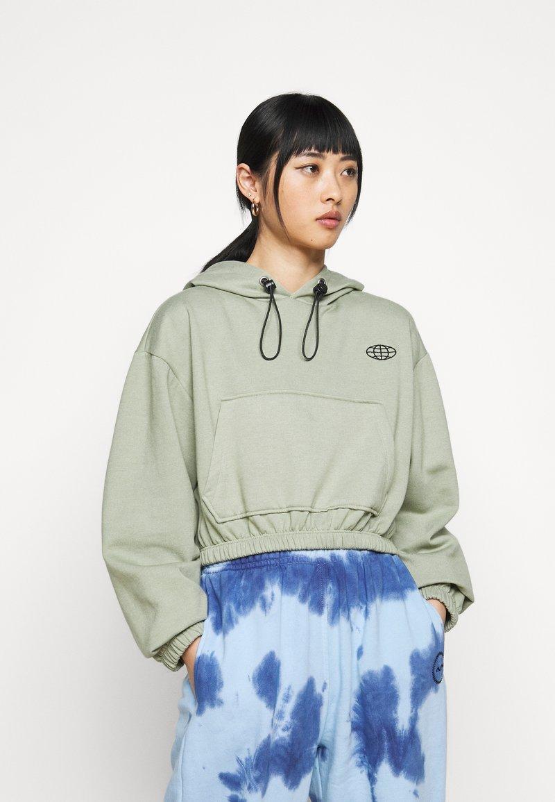 Topshop Petite - INTERNATIONAL SLOGAN HOODIE - Sweatshirt - stone