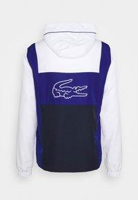 Lacoste Sport - TRACKSUIT HOODED - Verryttelypuku - weiß/blau /navy blau - 2