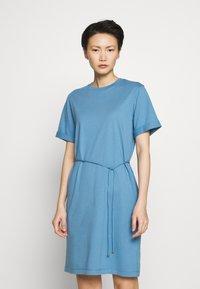 Filippa K - CREW NECK  DRESS - Žerzejové šaty - blue heaven - 0