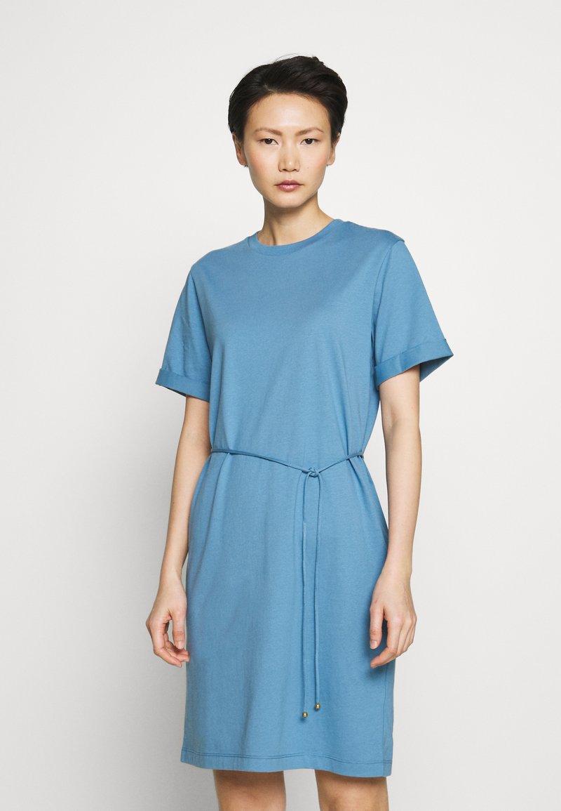 Filippa K - CREW NECK  DRESS - Žerzejové šaty - blue heaven