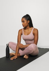 Nike Performance - THE YOGA LUXE 7/8 - Tights - smokey mauve/htr/(desert dust) - 1