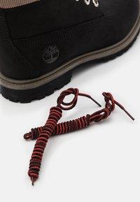 Timberland - 6IN PREMIUM BOOT - Botki sznurowane - black - 5